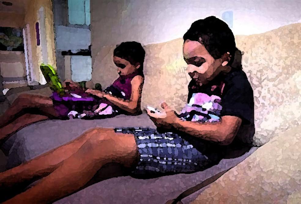Crianças começam cedo a usar a internet em celulares e outros aparelhos (Foto: Reprodução/EPTV)