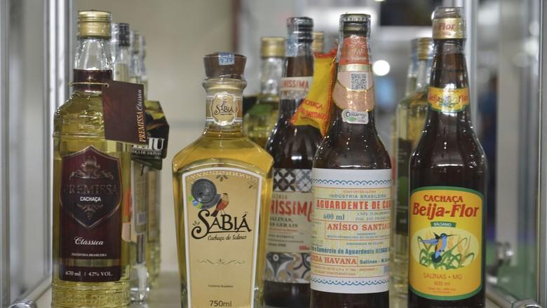 cachaça-pinga-bebida-alcoolica (Foto: Rovena Rosa/Agência Brasil)