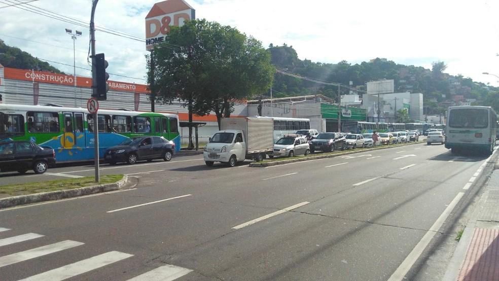Trânsito congestionado na av. Vitória, devido ao protesto dos rodoviários (Foto: Kaique Dias/ Gazeta Online)