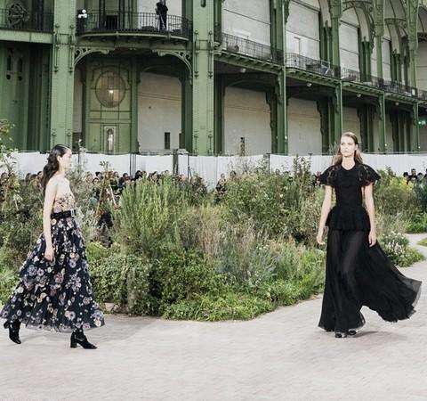 Chanel arma jardim no Grand Palais