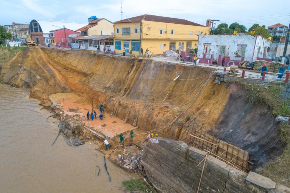 Parintins, no AM, entra em situação de emergência após erosão na orla da cidade — Foto: Yuri Pinheiro/Prefeitura de Parintins