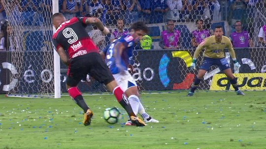 """Léo destaca atenção com Guerrero e elogia Fábio: """"Sempre faz o melhor"""""""
