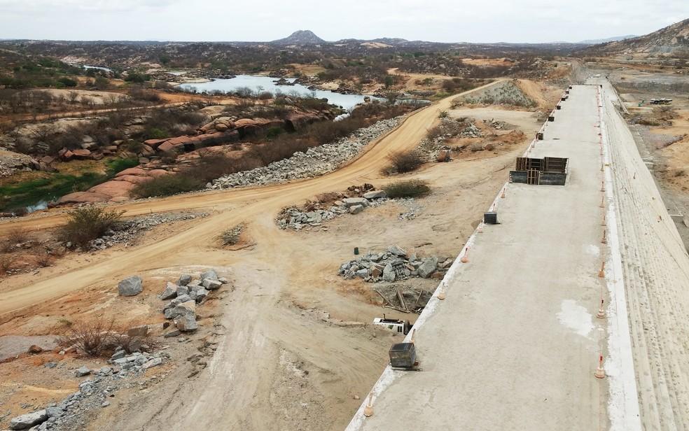 Obra da Barragem de Oiticica, em 2016, com 50% das obras concluídas (arquivo). (Foto: Anderson Barbosa e Fred Carvalho/G1)