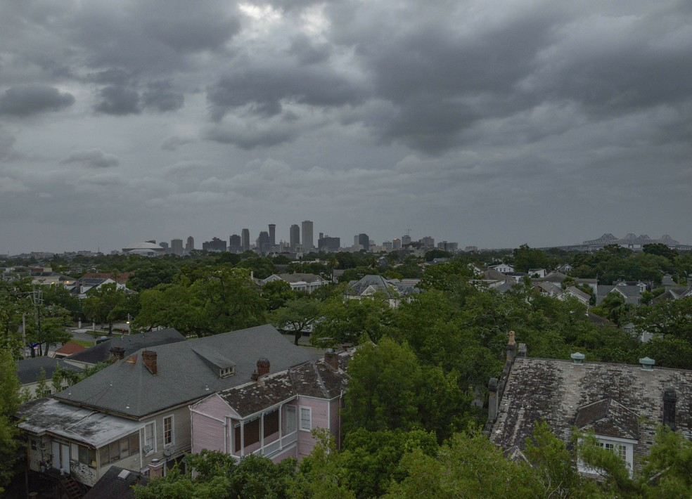 Nuvens cobrem o céu de Nova Orleans durante tempestade tropical Barry — Foto: AP Photo/Matthew Hinton