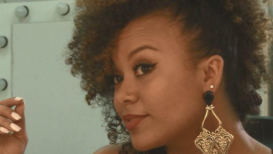 'The Voice' Agnes Jamille ensina a fazer penteados usando grampos