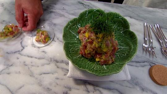 Chef Vitor Sobral dá as dicas para preparar um delicioso atum marinado