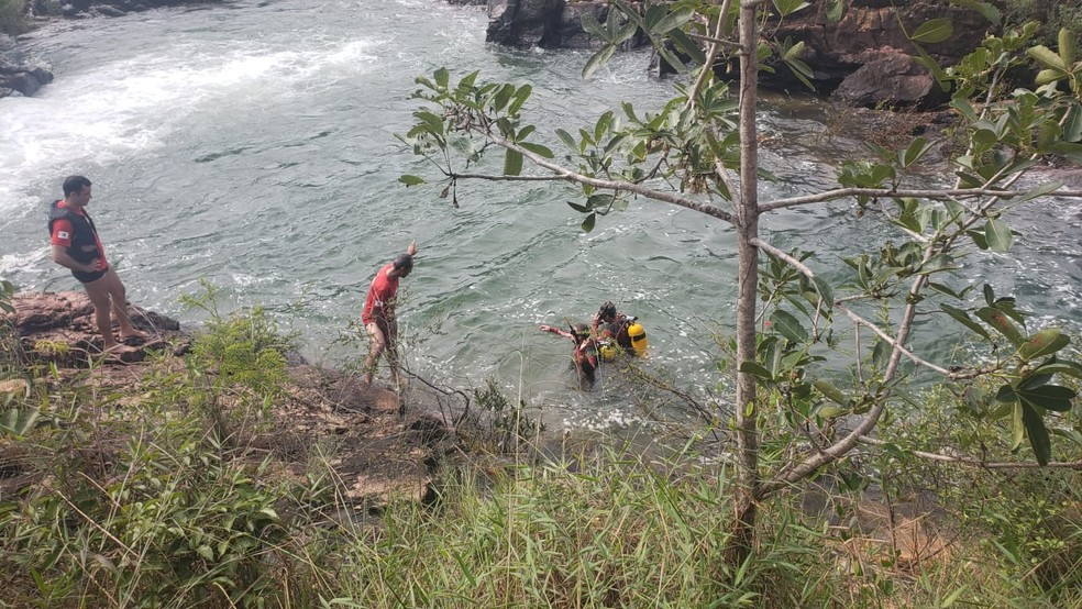 Bombeiros fazem busca por jovem no Lago Paranoá, no DF — Foto: CBMDF/Divulgação
