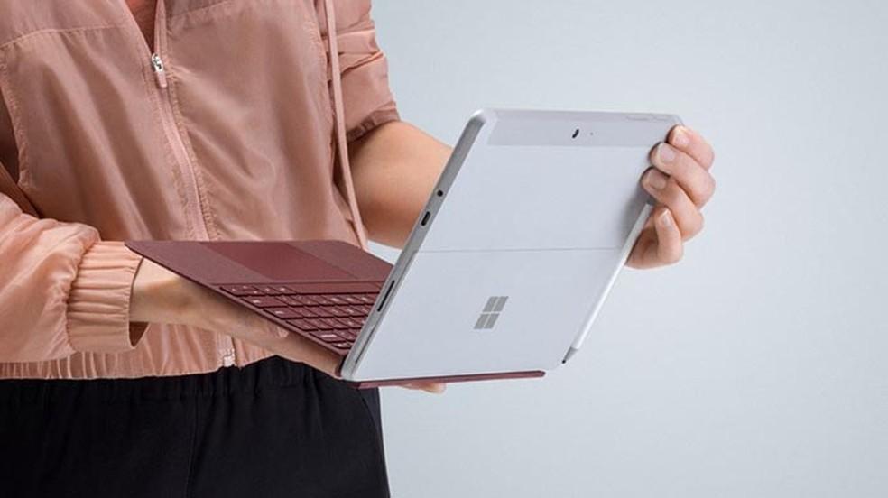 Surface Go tem o hardware mais simples, com processador Pentium Gold � Foto: Divulgação/Microsoft