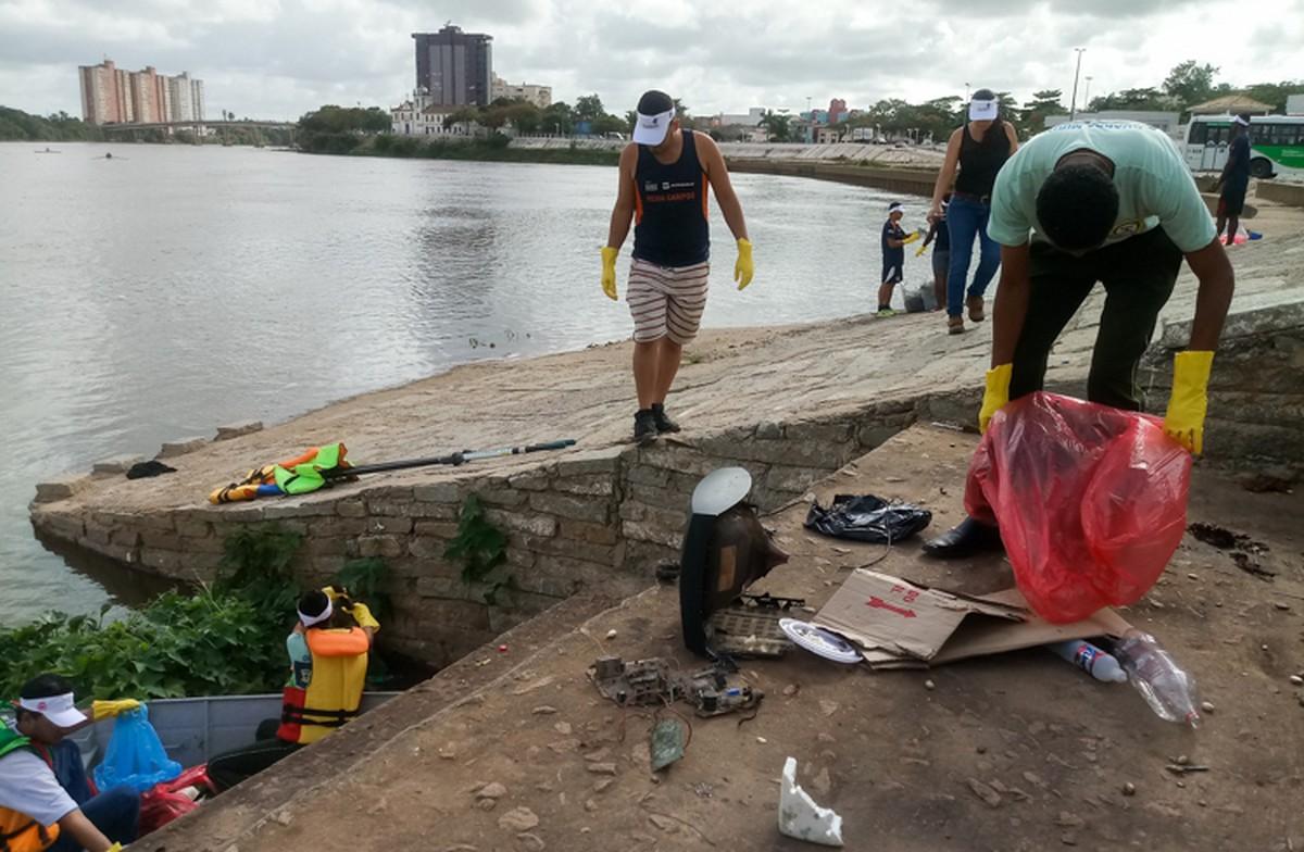 Mutirão no Rio Paraíba recolhe mais de 300 Kg de lixo em Campos, no RJ