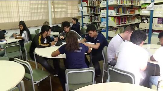 Alunos criam clube de leitura em São Paulo para estudar para o Enem