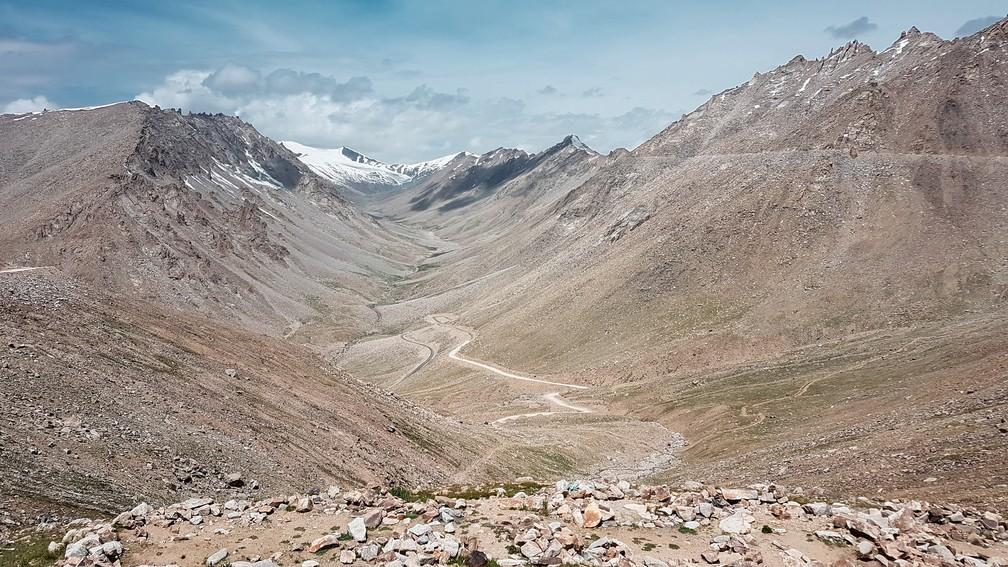 Khardung La é uam das estradas mais altas do mundo, a 5.602 metros de altitude (Foto: Rafael Miotto / G1)
