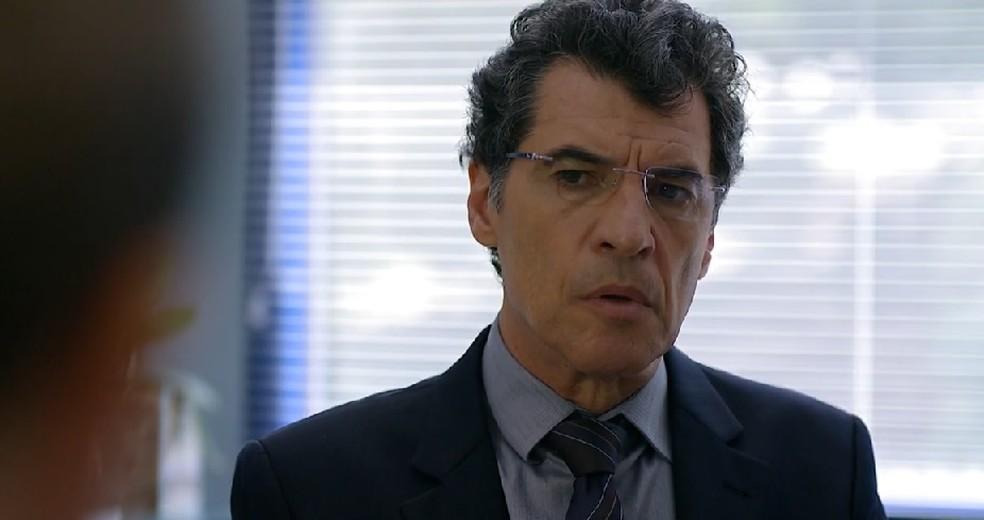 Jonas (Paulo Betti) descarta inseminação em 'A Vida da Gente' — Foto: Globo