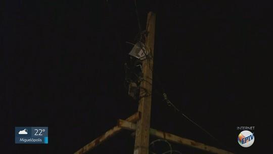 Menor sofre descarga elétrica e cai sobre carro ao tentar pegar pipa em poste de Ribeirão Preto, SP