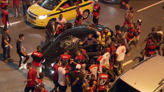 Imagens mostram violência no Maracanã e roubo a motorista após atropelamento
