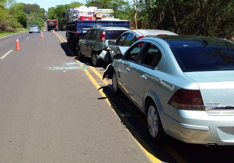 Engavetamento envolvendo quatro veículos na SP-294, em Junqueirópolis — Foto: Cido Oliveira/Cedida