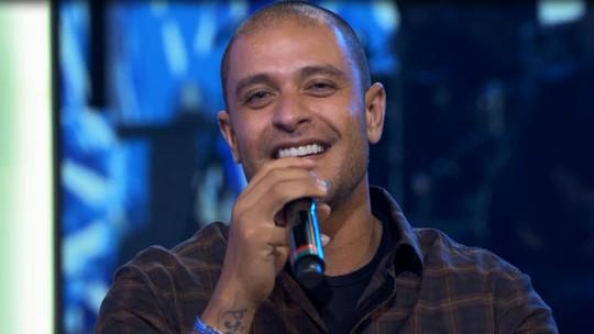 Diogo Nogueira canta pela primeira vez música que compôs em sonho com o pai
