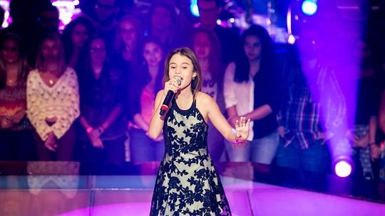 Mari Cardoso, do 'The Voice Kids', comemora volta às aulas: 'Uma festa'