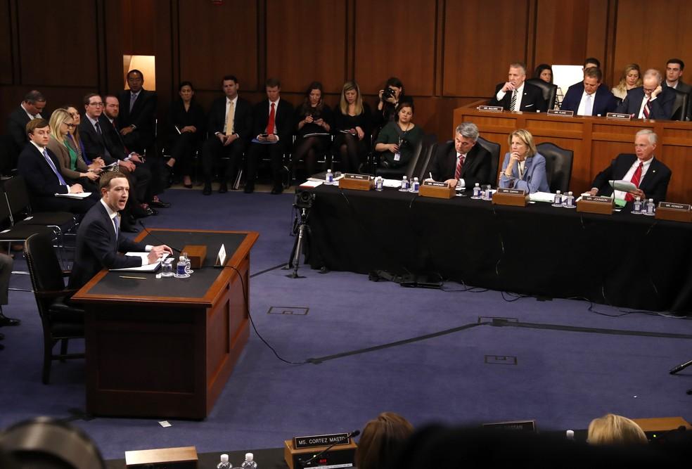 Mark Zuckerberg fala ao Senado sobre escândalo do vazamento de dados de 87 milhões de usuários (Foto: REUTERS/Leah Millis)