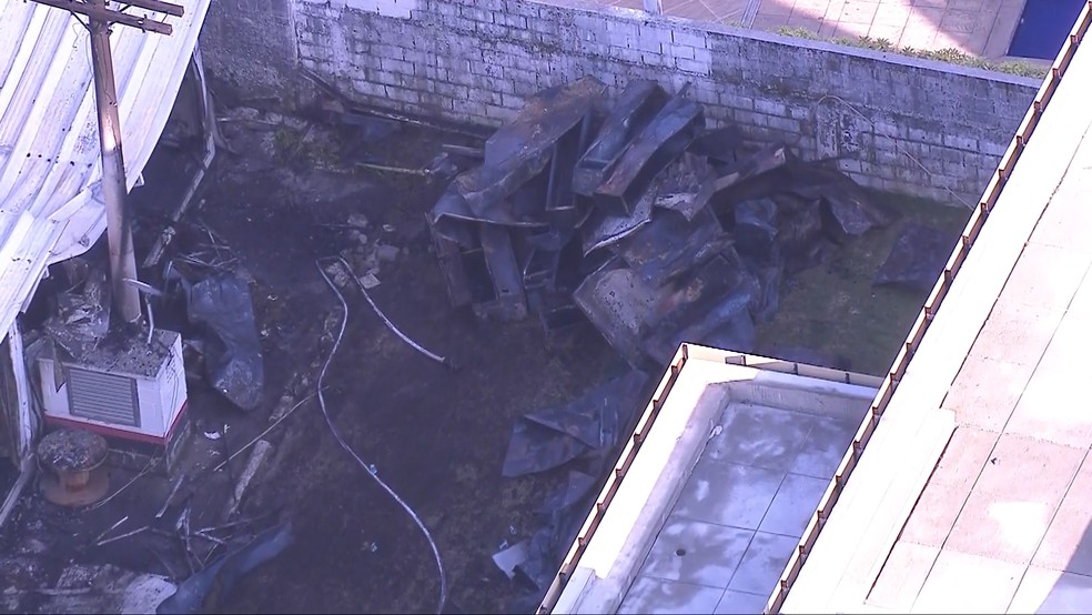 Imagens do alojamento após incêndio que matou 10 pessoas no CT do Flamengo  — Foto: Reprodução / TV Globo