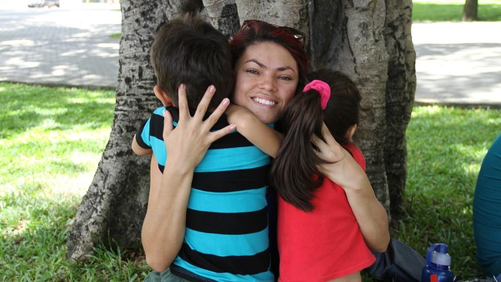 Filhos de Layse a motivaram a romper o ciclo de violência em que vivia (Foto: Krystine Carneiro/G1)