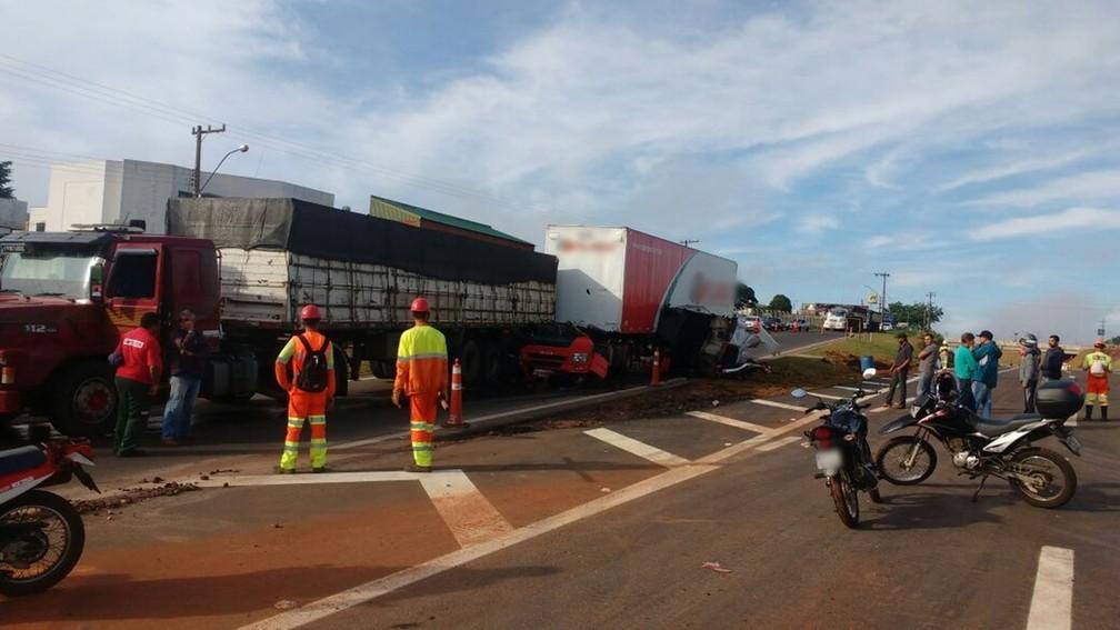 Motorista saiuileso de acidente em Rodovia de Avaré (Foto: Arquivo Pessoal/Eduardo Marson )