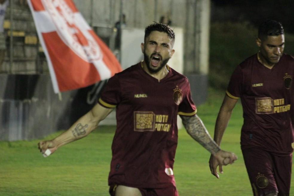 Dione comemora segundo gol do América-RN — Foto: Canindé Pereira/América FC