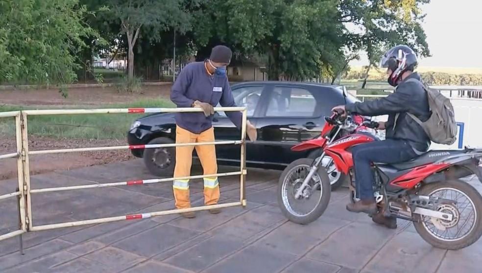 Medidas de restrição foram adotadas na balsa em Boraceia  — Foto: TV TEM / Reprodução
