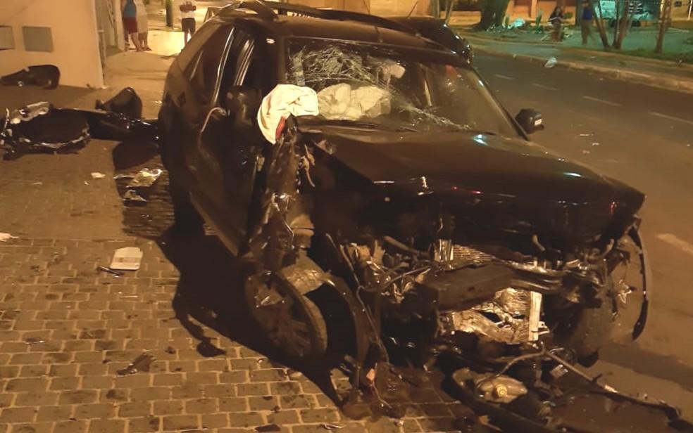 Carro que era dirigido por Luiz Augusto ficou destruído após a colisão — Foto: Arquivo pessoal