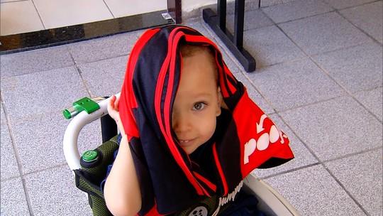 Em Natal, pais vão leiloar camisas do Flamengo para bancar tratamento do filho