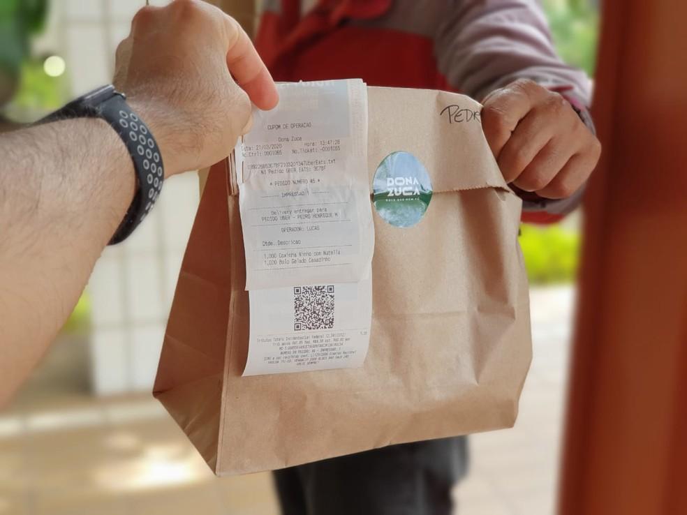 Entrega por delivery, devido ao coronavírus no DF — Foto: Dona Zuca/Divulgação