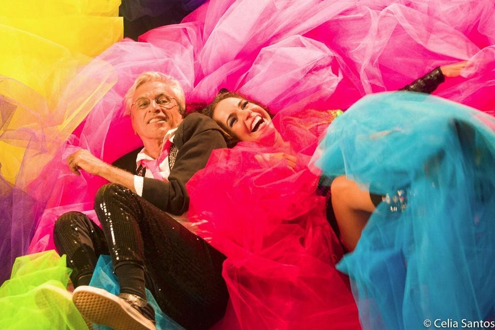 """Daniela Mercury e Caetano Veloso no clipe da música """"Proibido co Carnaval"""" — Foto: Divulgação"""