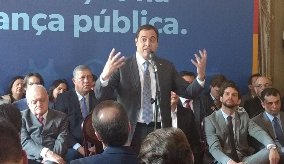 Governador de Pernambuco, Paulo Câmara discursa durante cerimônia de assinatura dos projetos de lei para criação de novas estruturas policiais (Foto: Pedro Alves/G1)