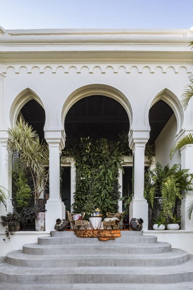 Uma casa com toques orientais e um verdadeiro jardim encantado (Foto: Cesar Béjar)