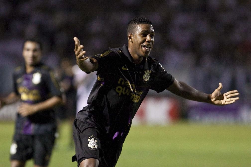 Jucilei comemora um gol pelo Corinthians contra a Ponte Preta em 2010 — Foto: Daniel Augusto Jr/Ag Corinthians