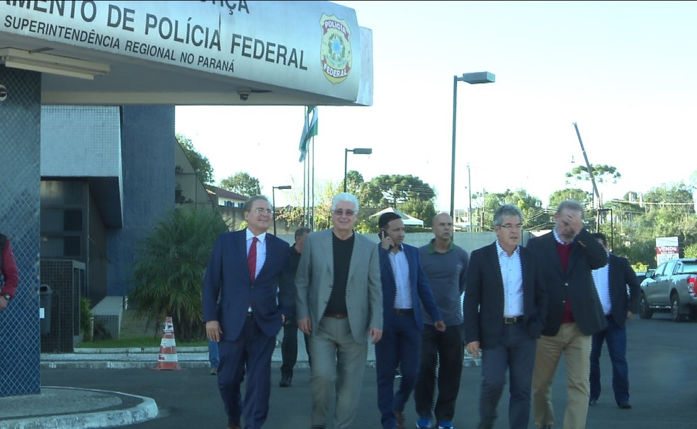 Membros da CCJ do Senado em visita à sede da PF, em Curitiba (Foto: RPC/Reprodução)