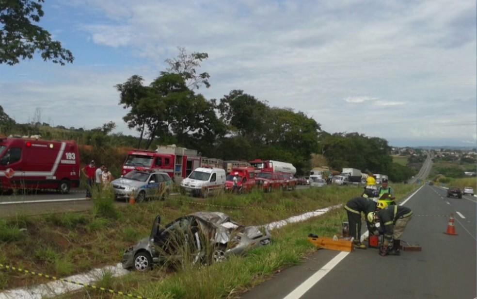 Mulher morre em acidente na GO-080 em Petrolina de Goiás (Foto: Reprodução/TV Anhanguera)