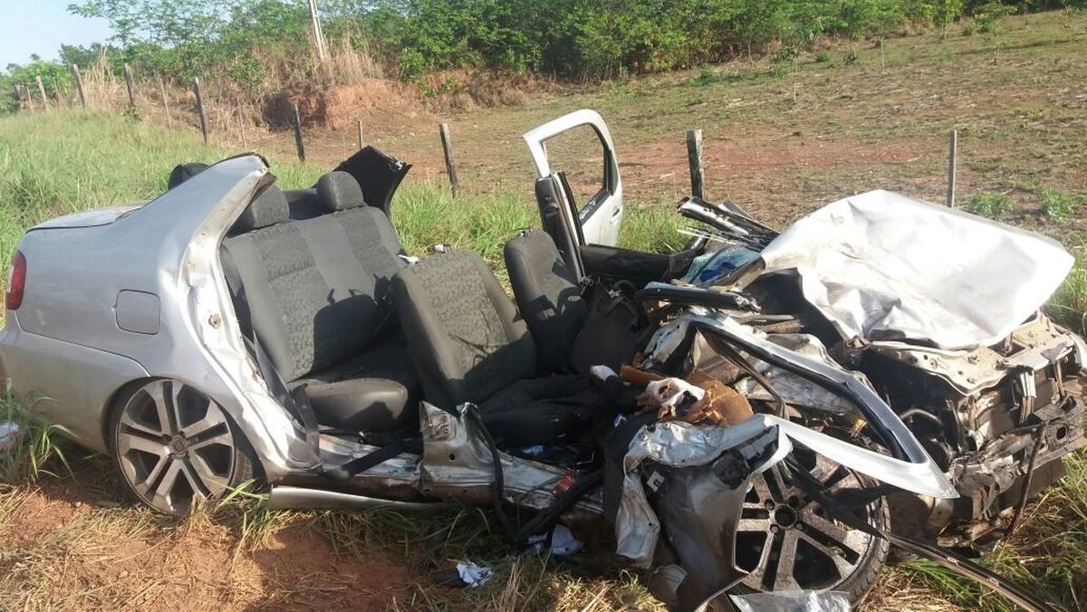 Acidente entre 2 carros deixa 4 feridos em Cuiabá; vítimas foram retiradas das ferragens