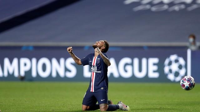 Neymar vibra após classificação do PSG sobre o RB Leipzig