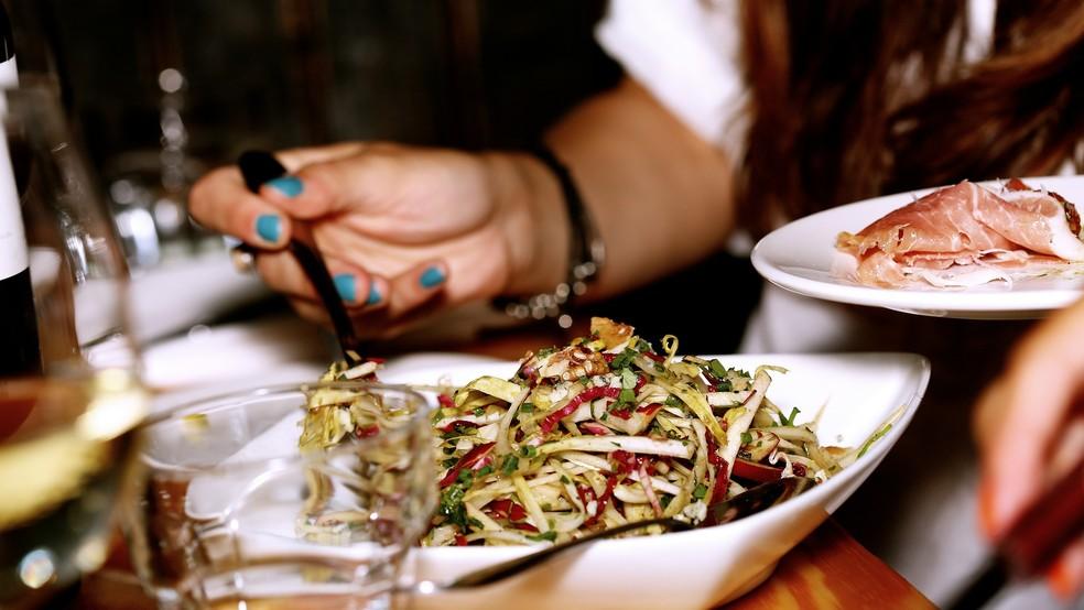 Percebida quando temos o apetite natural para as refeições, a fome física nos permite escolher os alimentos mais saudáveis — Foto: Pixabay