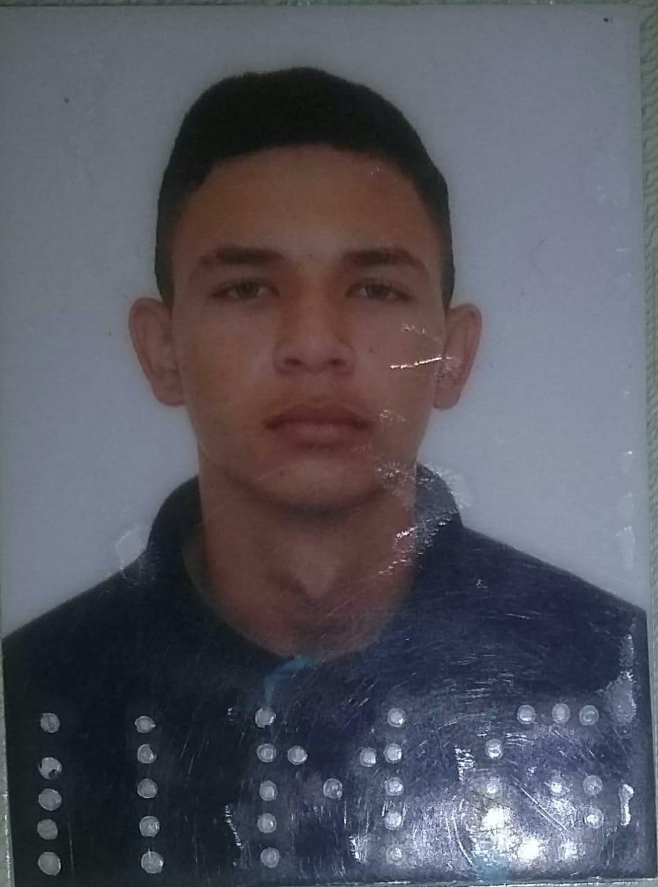 Jovem de 18 anos é morto a tiros ao lado de namorada em Itanhomi