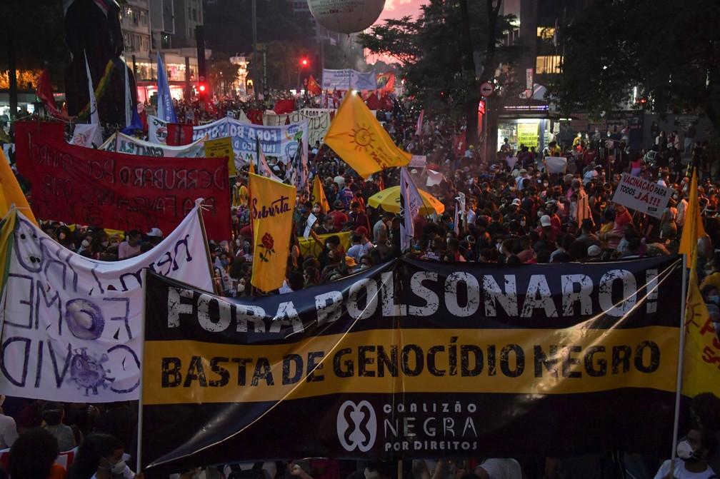 São Paulo - Manifestantes protestam contra o presidente Jair Bolsonaro neste sábado (29) — Foto: Nelson Almeida/AFP
