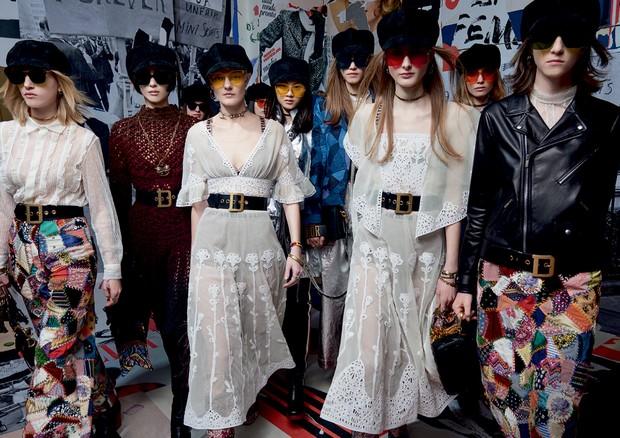 O hippie chique dá o tom da coleção da Dior (Foto: Corey Tenold, Christine Spengler/divulgação, Collier Schorr/divulgação, Imaxtree)