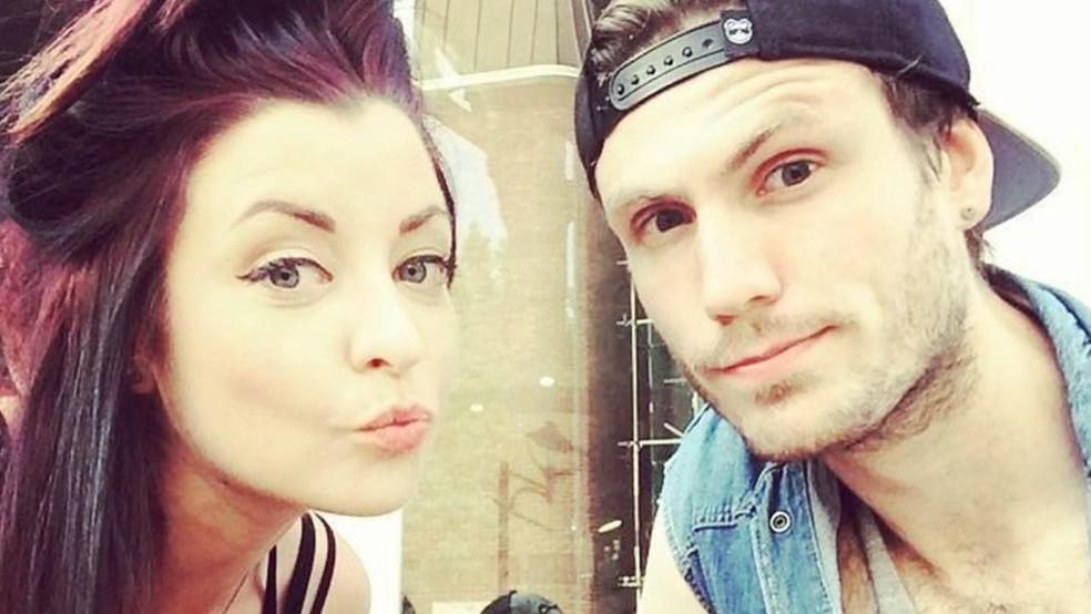 Mitch sente-se como se a doença de sua namorada também o afetasse por fazer parte de seu dia a dia (Foto: BBC Three)
