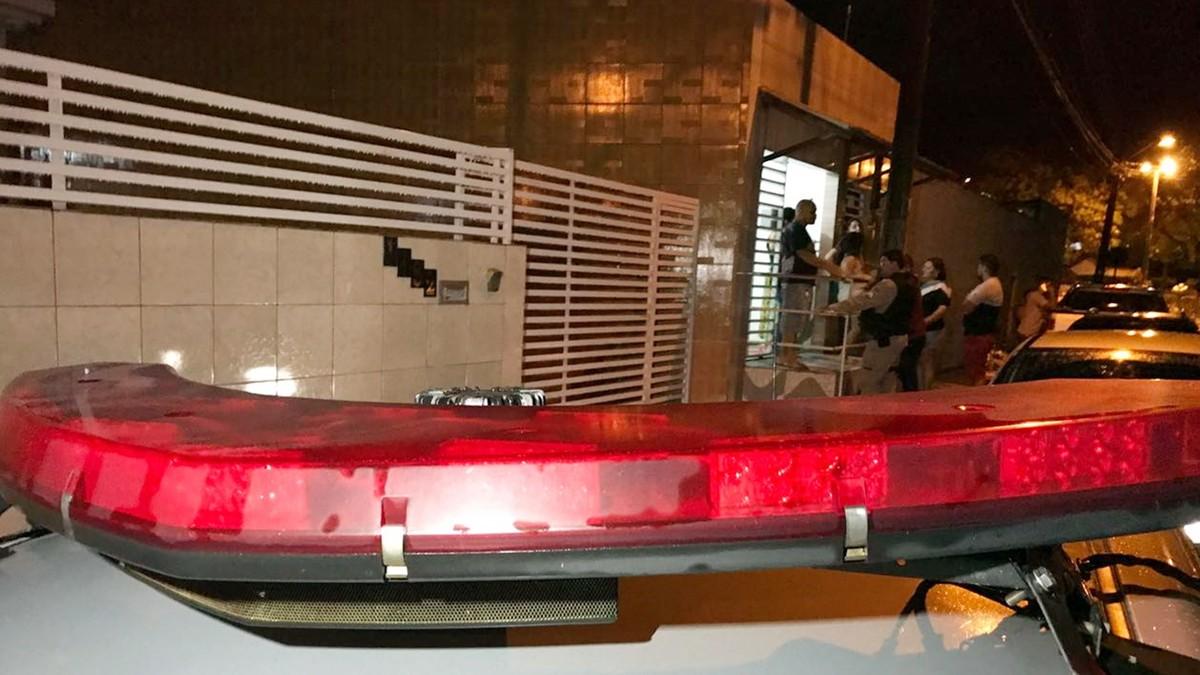 Mulheres são rendidas na calçada e tem casa invadida por assaltantes em João Pessoa
