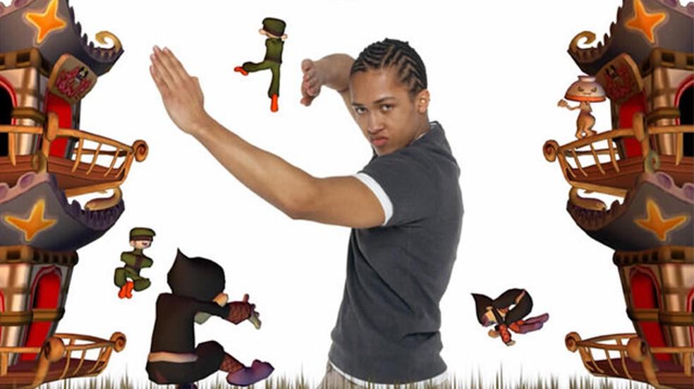 O EyeToy era uma câmera que permitia interagir com o game através de seus movimentos, semelhante ao Wii ou Kinect — Foto: Reprodução/PlayStation