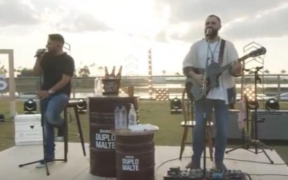 Jorge e Mateus na segunda live da quarentena, em Goiás — Foto: Reprodução/Youtube