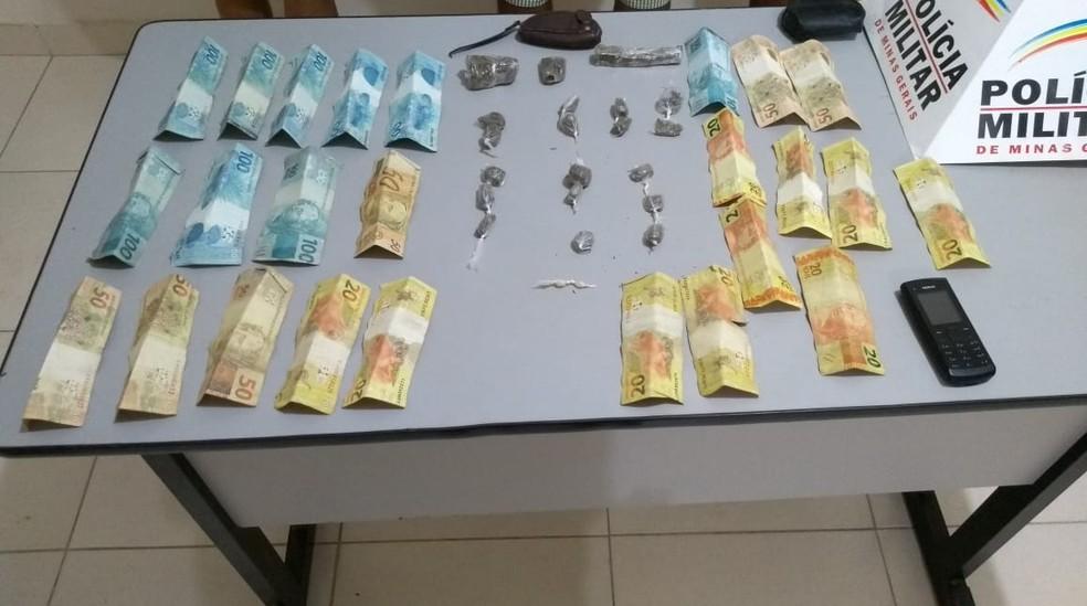 PM apreendeu drogas e dinheiro em Taiobeiras (Foto: Polícia Militar/ Divulgação)