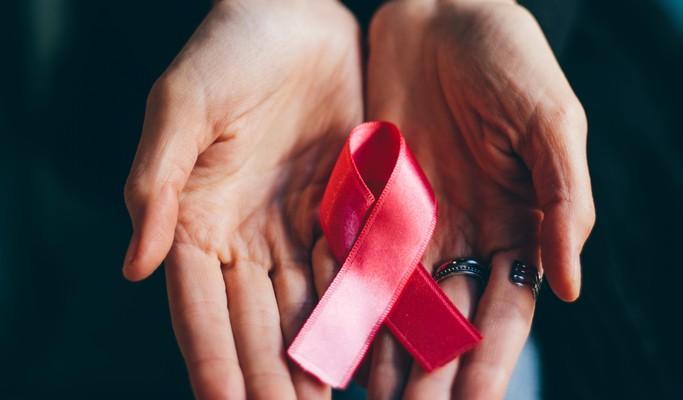 Outubro Rosa: Na Câmara, deputada defende antecipar idade para mamografia no SUS