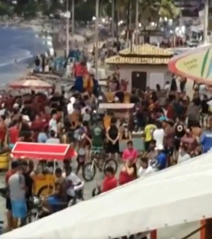 Pessoas se aglomeraram na orla da Praia de Ponta Negra, em Natal — Foto: Reprodução