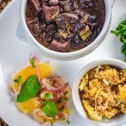 Feijoada vegetariana: opção às sextas-feiras no Golden Sucos